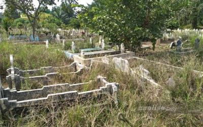 Pekuburan Muslim Sidorejo Dolokmasihul Dipenuhi Semak Belukar