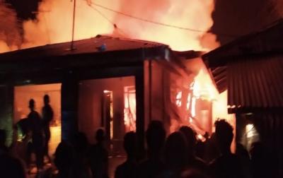 Lima Rumah Warga di Desa Jaring Halus Terbakar