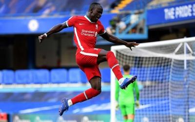 Liverpool Taklukan 10 Pemain Chelsea dengan Skor 2-0