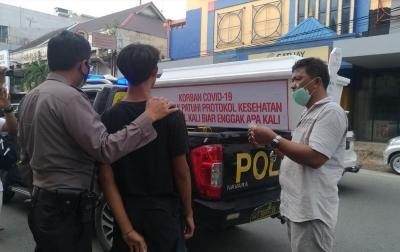 Sosialisasi Protokol Kesehatan, Polisi Bawa Peti Mati