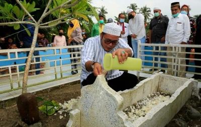 Aulia: Patung Guru Patimpus Ada di Medan, Makamnya Tidak Diperhatikan