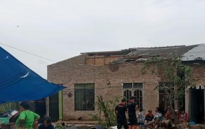 Angin Puting Beliung Terjang 3 Kecamatan di Kota Medan, 285 Rumah Warga Rusak