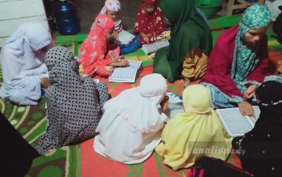 Mahasiswa di Gunungtua Bantu Warga Belajar Alquran