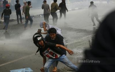 Foto: Demo Tolak Omnibus Law di Medan Ricuh