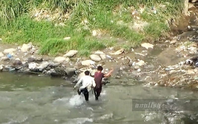 Selamatkan Diri dari Kejaran Polisi, 2 Pendemo Terjun ke Sungai Deli