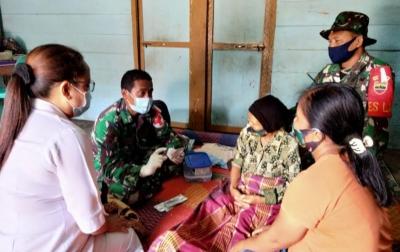 TNI Berikan Layanan Kesehatan Kepada Warga