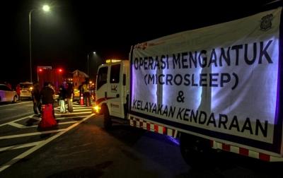 Foto: Operasi Mengantuk di Jalan Tol