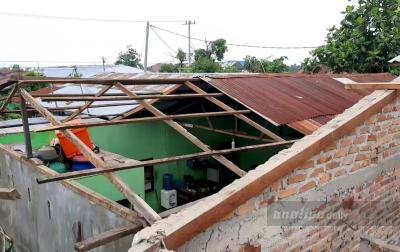 8 Rumah Warga di Medan Marelan Rusak Diterjang Angin Kencang