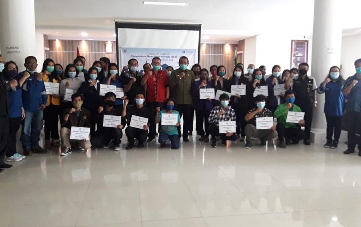 Mahasiswa Berprestasi Terima Bantuan Beasiswa