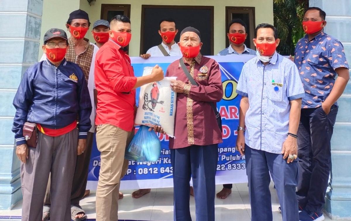 PWI Batubara Salurkan 50 Paket Sembako