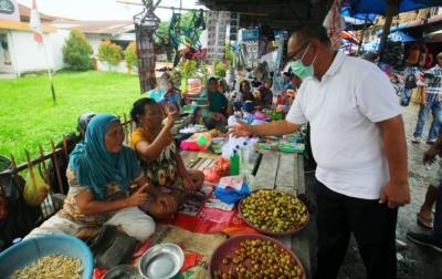 Kunjungi Pasar Bersama, Akhyar Dapat Sambutan Hangat