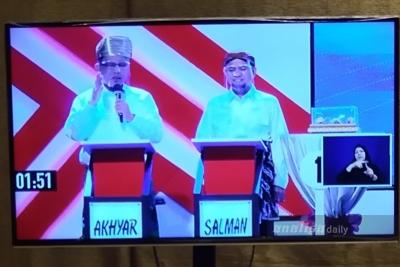 Debat Kedua, Akhyar-Salman Kenakan Pakaian Adat, Bobby-Aulia Kenakan Pakaian Kasual