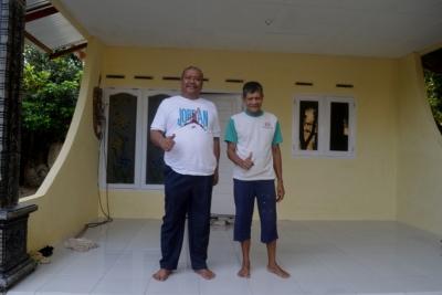 PT GST Bedah Rumah Warga Kurang Mampu