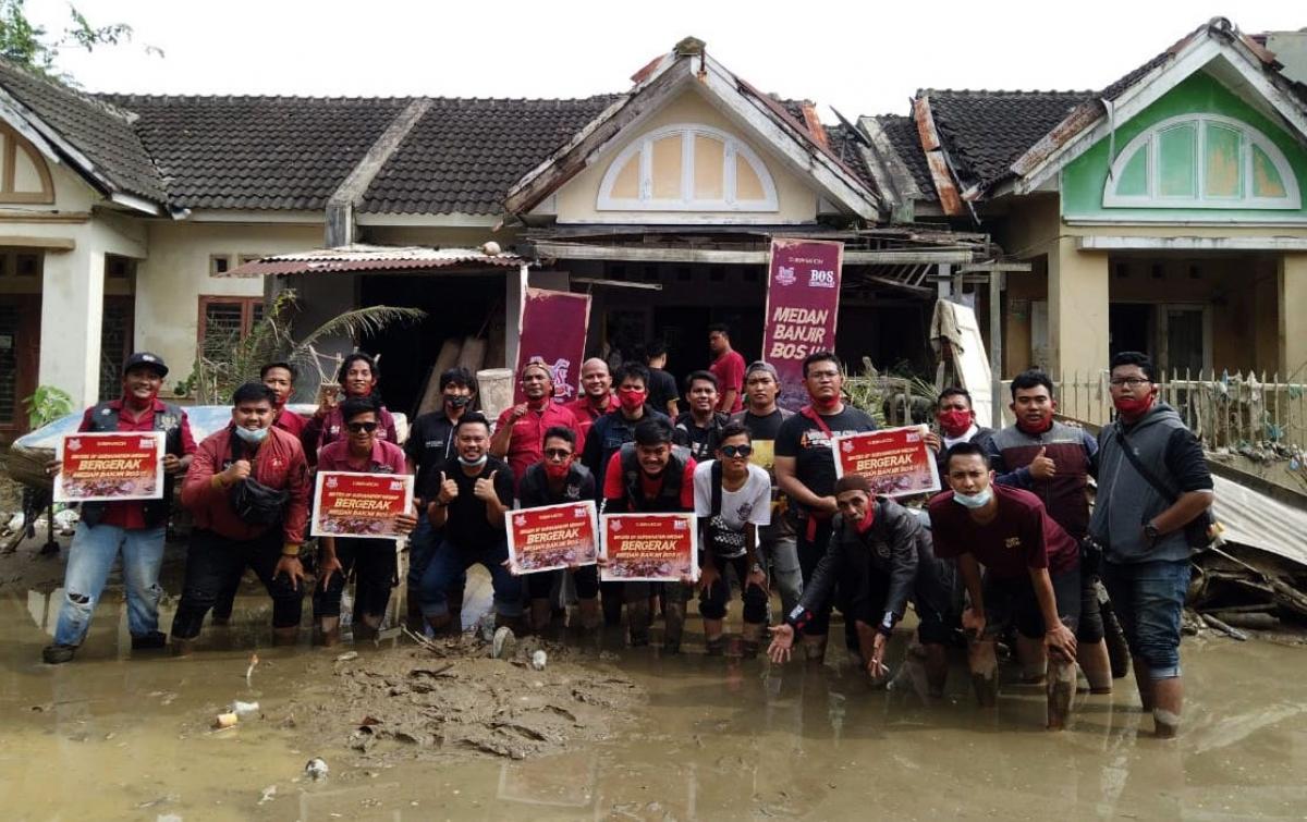 Komunitas Motor BOS Medan Turun Langsung Bantu Korban Banjir