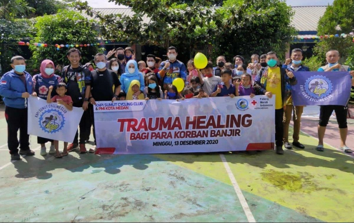 KNPI Cycling Club Gelar Trauma Healing Untuk Anak Korban Banjir