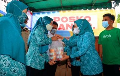 Paket Makanan Dibagikan Kepada Korban Banjir Medan dan Tebingtinggi