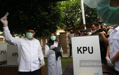 Tiba di TPS, Akhyar Doakan Pilkada Berlangsung Aman dan Kondusif