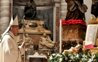 Paus Fransiskus Rayakan Misa Natal Secara Sederhana
