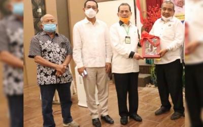 Mantan Bupati Tapteng dan Ketua MWA USU Panusunan Pasaribu Wafat