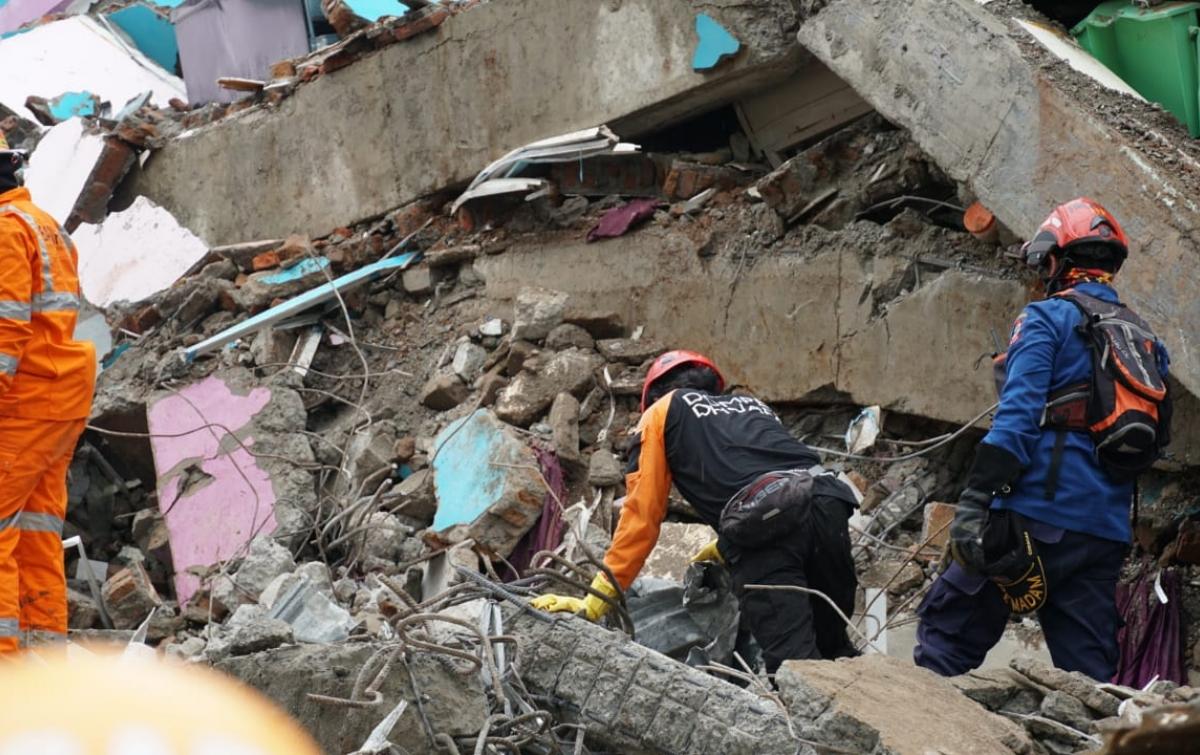 Data Terbaru, 73 Orang Meninggal Dunia Akibat Gempa ...