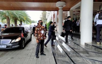 Menko Luhut Sambut Rombongan Menteri China di Niagara Hotel