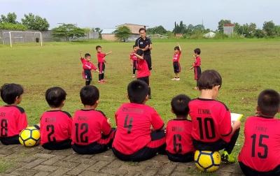 Eks Kapten PSMS Medan Komitmen Latih Sepak Bola Anak Usia Dini