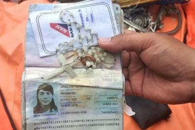 Penyelam Kopaska Temukan Kalung Rosario dan Cincin Penumpang Sriwijaya Air