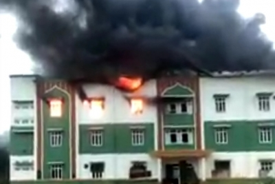 Asrama Putra Pondok Pesantren Mustafawiyah Terbakar