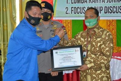 PWI Kota Langsa Berikan Piagam Penghargaan Kepada Bank Aceh Syariah