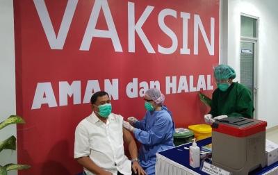 Bupati dan Wakil Bupati Deliserdang Disuntik Vaksin Covid-19