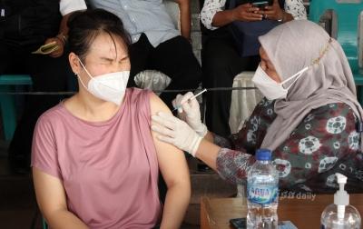 Foto: Vaksinasi Covid-19 di Pasar Petisah
