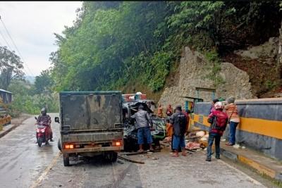 Kecelakaan di Atas Jembatan, Dua Sopir Pendarahan