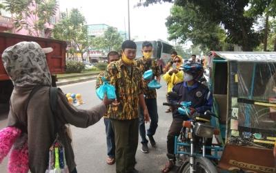 Bantu Warga saat Pandemi, AMPG Medan Johor Bagikan 100 Nasi Kotak