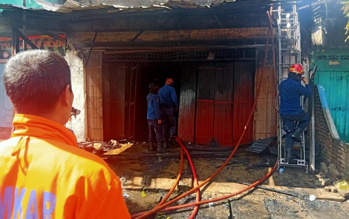 Ruko Terbakar di Jalan HM Yamin, 1 Orang Meninggal Dunia