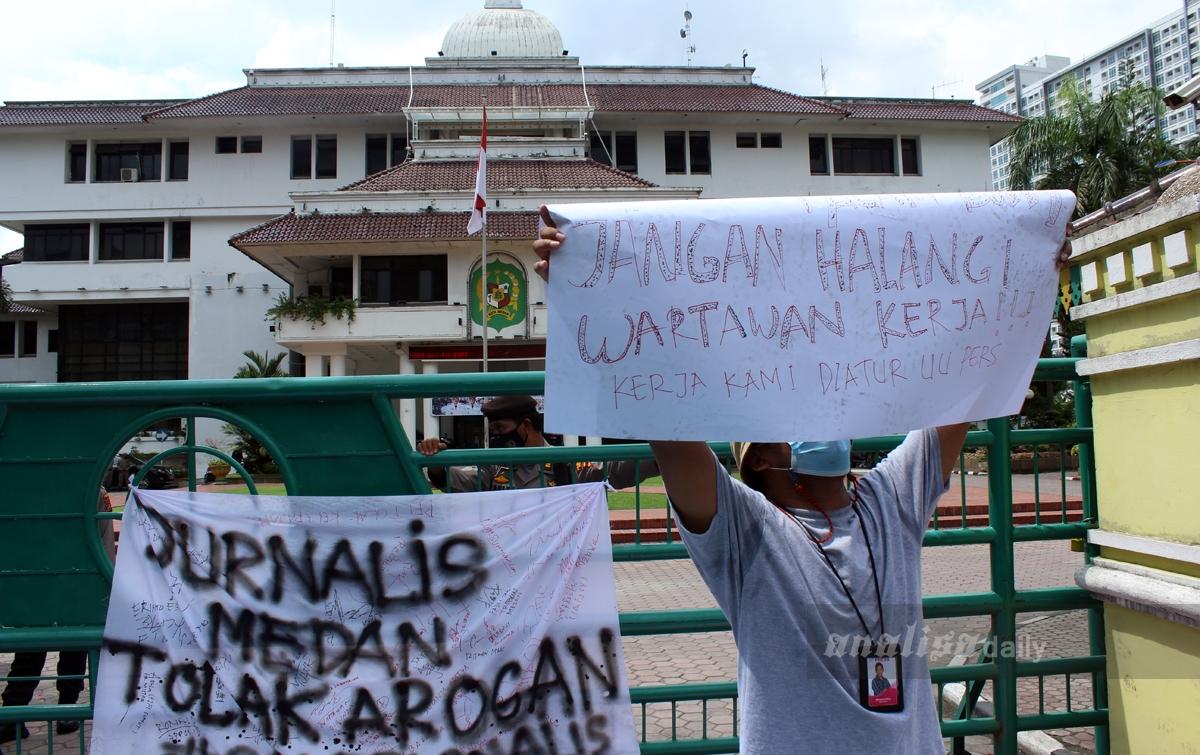 Foto: Jurnalis Kota Medan Menolak Arogansi