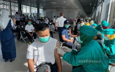 FOTO: Vaksinasi Covid-19 Pegawai PT KAI Divre I Sumut
