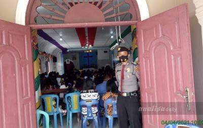 Beri Rasa Aman, Polisi Siaga di Rumah Ibadah