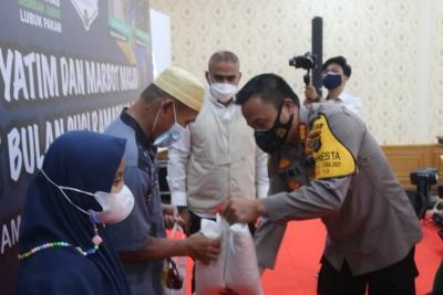 Kapolresta Deli Serdang Santuni Marbot Masjid dan Anak Yatim