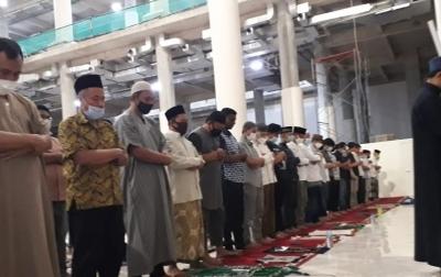 Tarawih Malam ke-2 di Masjid Agung, Uji Coba Bangunan Megah