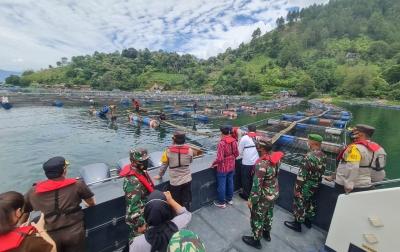 Kapolda Sumut, Gubsu, dan Pangdam I/BB Pimpin Penataan KJA di Danau Toba