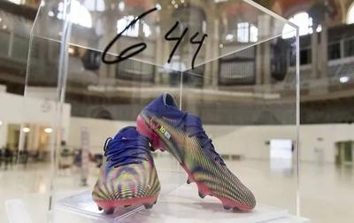 Sepatu Pemecah Rekor Messi Dilelang Senilai Rp 1,3 Miliar