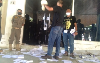 Dugaan Suap LKPj Wali Kota, Kantor DPRD Sidimpuan Dilempari Amplop