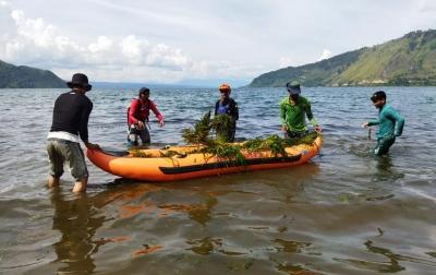 Kayaker Eksplorasi Toba Tiba di Lembah Bakara, Langsung Aksi Hari Bumi