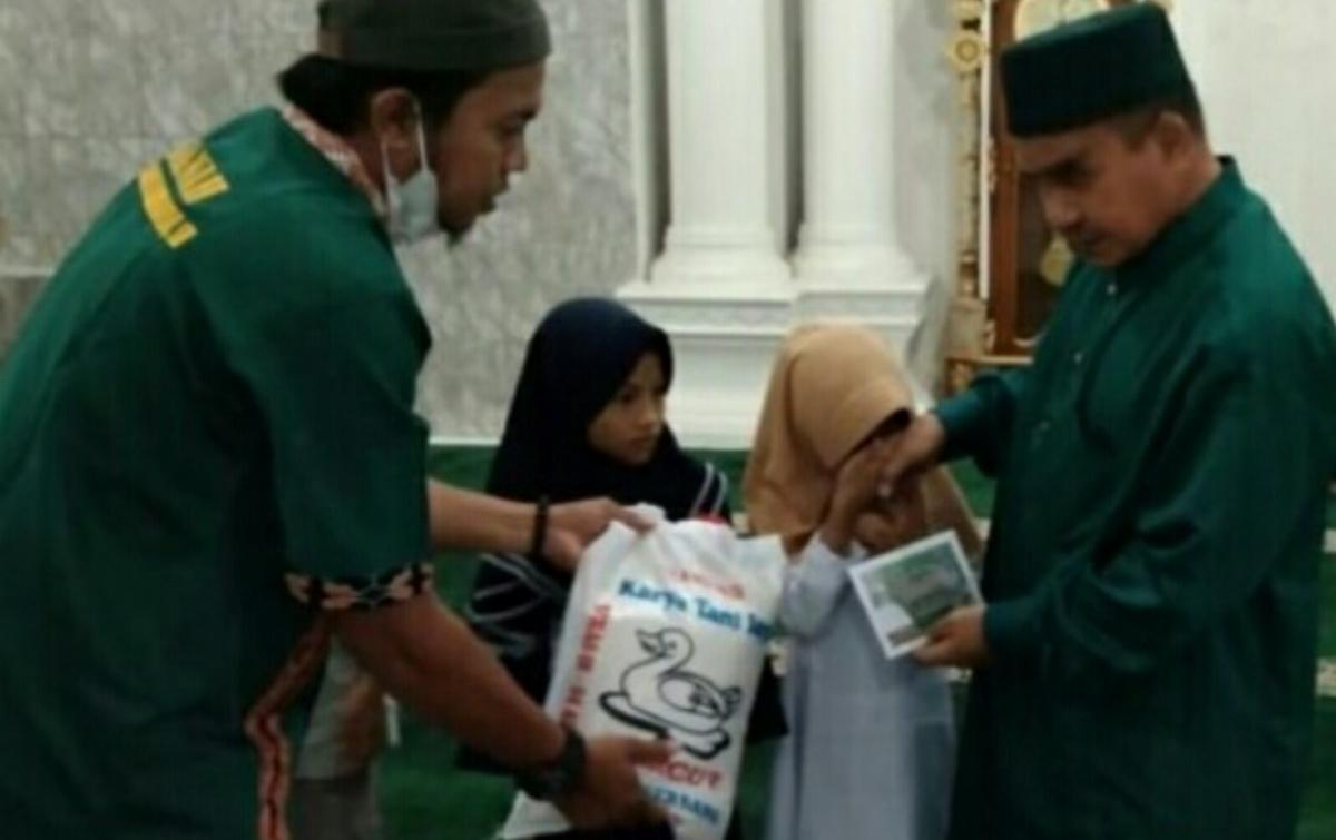 Anak Yatim Hingga Penggali Kubur Terima Bantuan dari Anggota DPRD Deli Serdang
