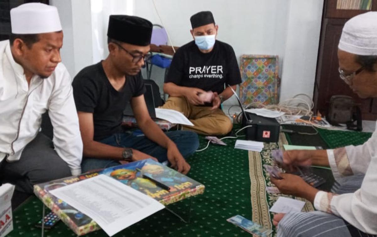 Jamaah Masjid Nurussalam, Salurkan Zakat Hingga I'tikaf