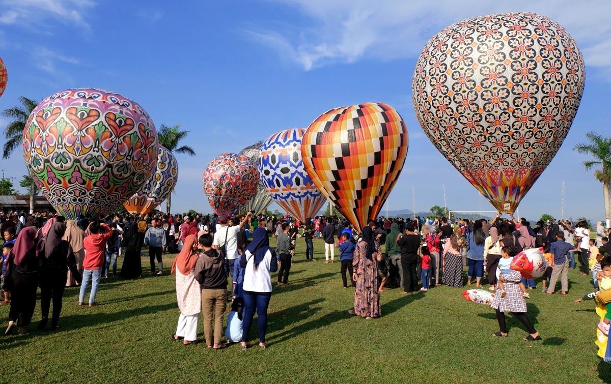 Foto: Tradisi Penerbangan Balon Tradisional