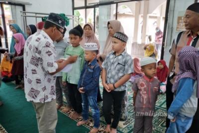 SUAY Dolok Masihul Serahkan Bantuan Kepada Anak Yatim