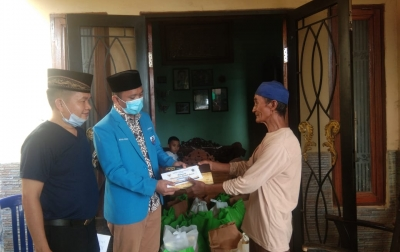 KNPI Sumut Bagikan Sembako ke Nazir Masjid dan Duafa