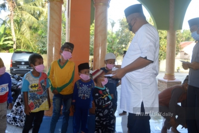 GST Santuni 60 Anak Yatim Pesisir Pantai Labu