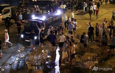 Ratusan Fans Tidak Pakai Masker, Penduduk Porto Marah